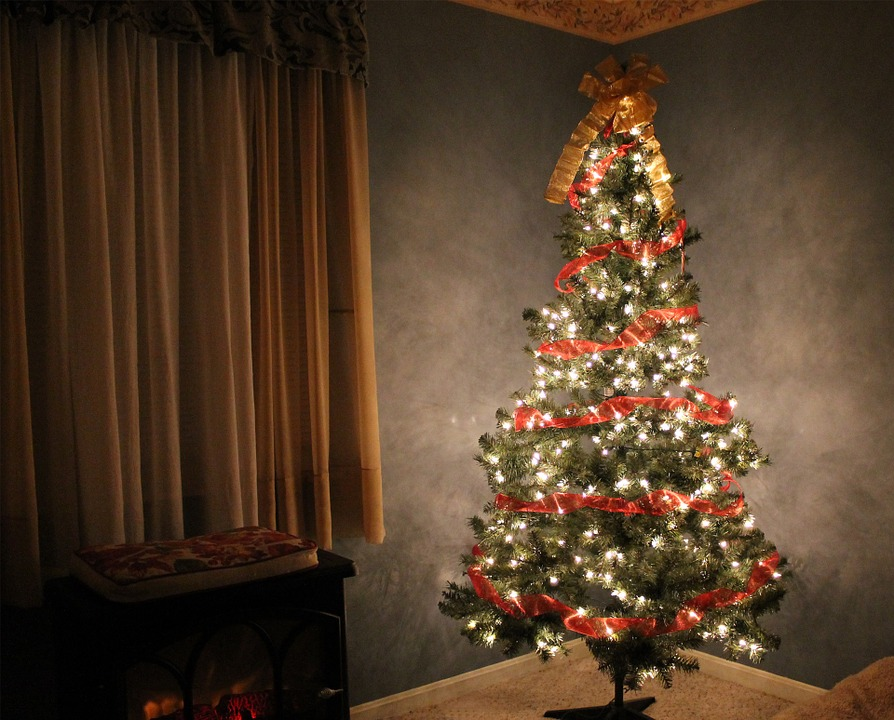 Best Artificial Pre-lit Christmas Trees in 2020